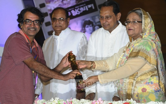 Winners of National Film Award 2015 receive trophies from Prime Minister Sheikh Hasina on Monday. Photo: Yeasin Kabir Joy