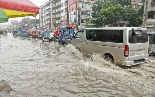 Another road in Dhaka's Kalshi neighbourhood that has gone under rainwater. Photo: tanvir ahammed
