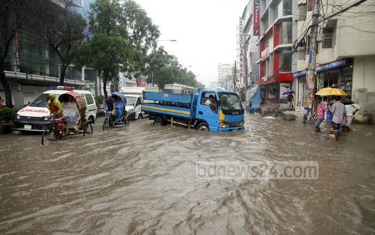 Residents of Dhaka's Kazipara suffer due to waterlogging. Photo: tanvir ahammed