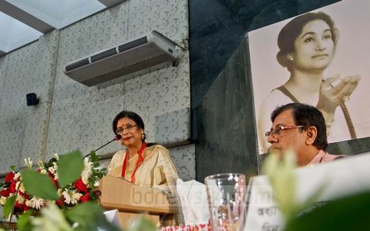 Rabindra Sangeet exponent Rezwana Choudhury Bonna speaks after receiving Feroza Begum Commemorative Gold Medal at at a programme at Dhaka University's Nabab Nawab Ali Chowdhury Senate Bhaban Auditorium on Thursday. Photo: tanvir ahammed