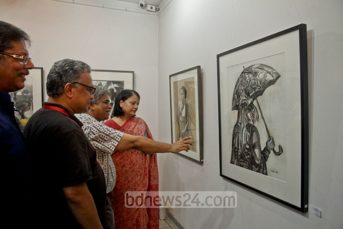 Visitors at an exhibition of works of 14 contemporary artists that started at Galary Kaya in Dhaka's Uttara from Friday. Photo: tanvir ahammed