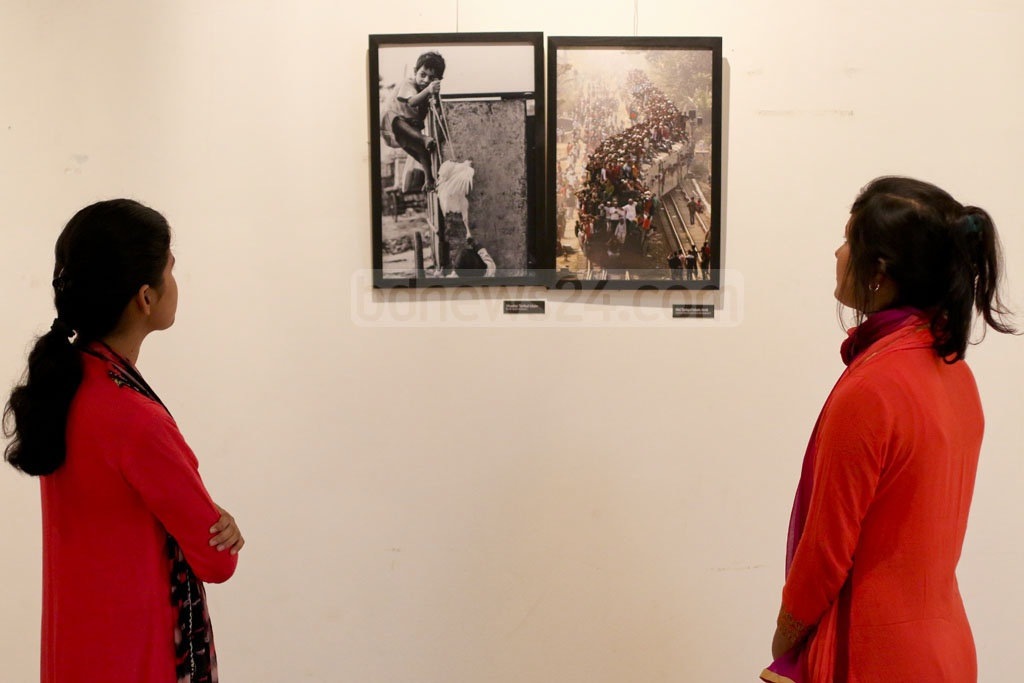 Visitors at the 4th National Photography Festival after the opening ceremony on Saturday. Photo: asaduzzaman pramanik