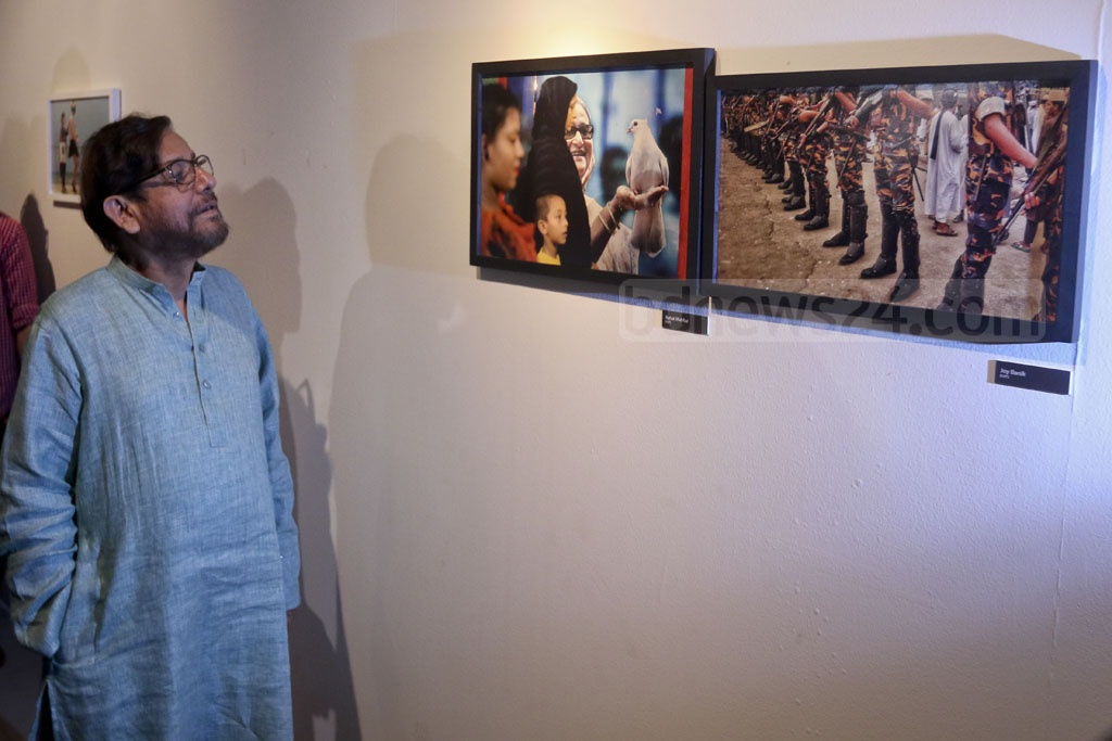 Cultural Affairs Minister Asaduzzaman Noor visits the 4th National Photography Festival after the opening ceremony on Saturday. Photo: asaduzzaman pramanik