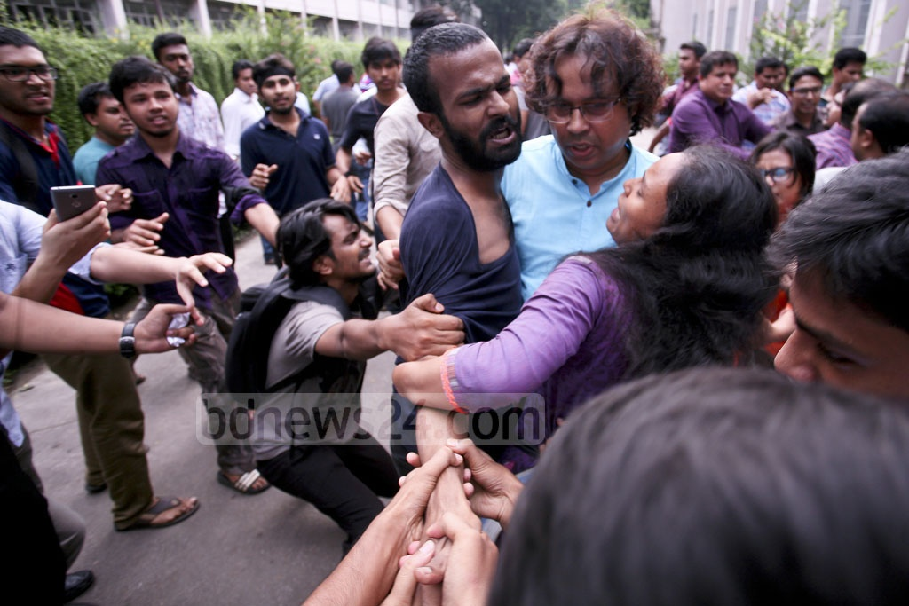A group of Dhaka University teachers barred students from entering the Senate Building during the protests against a meeting on nominating vice-chancellor candidates on Saturday. At least two teachers and six students were injured in a brawl during the protests.