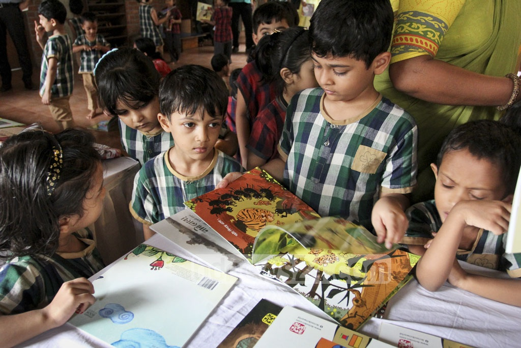 Children throng a stall at the book fair for the students of Nalanda Bidyaloy at Chhayanaut. Photo: asif mahmud ove