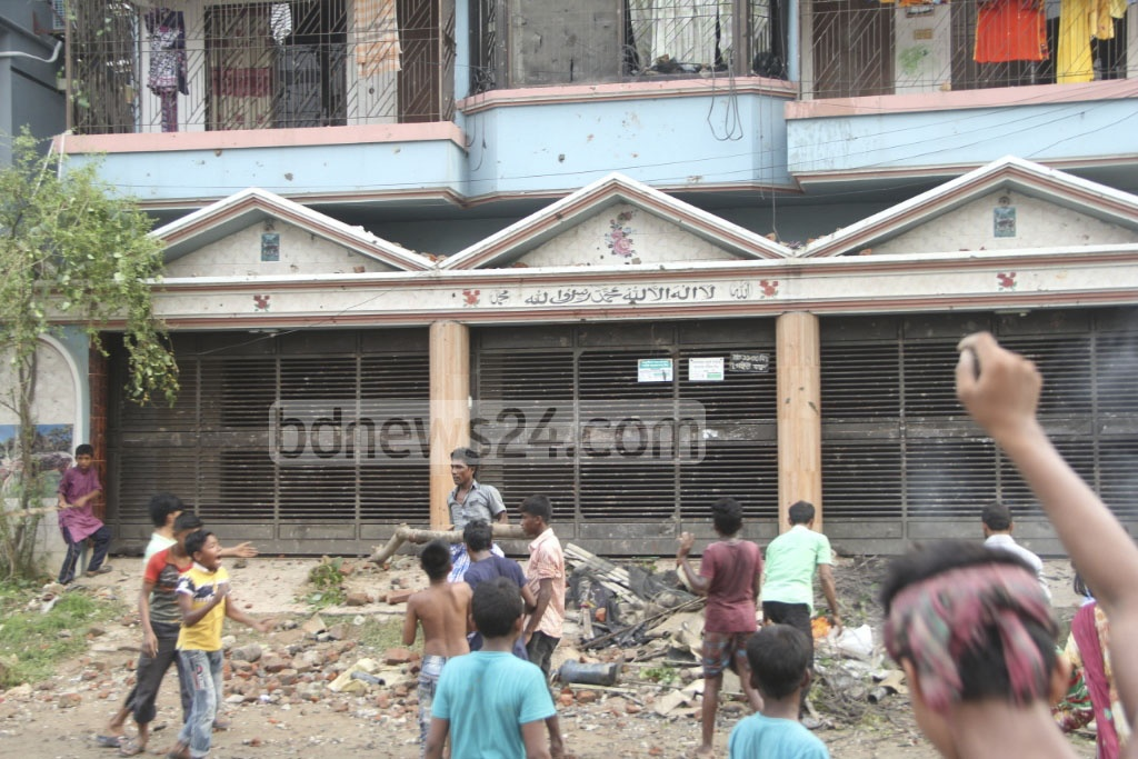 Locals, agitated with the news of an alleged murder of a house help, attacked the house at Banasree in Dhaka on Friday afternoon.