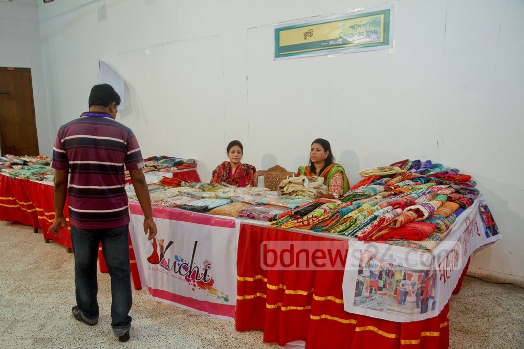 The three-day Bangabandhu Jute Products and Handicrafts Fair began at the National Museum on Saturday.