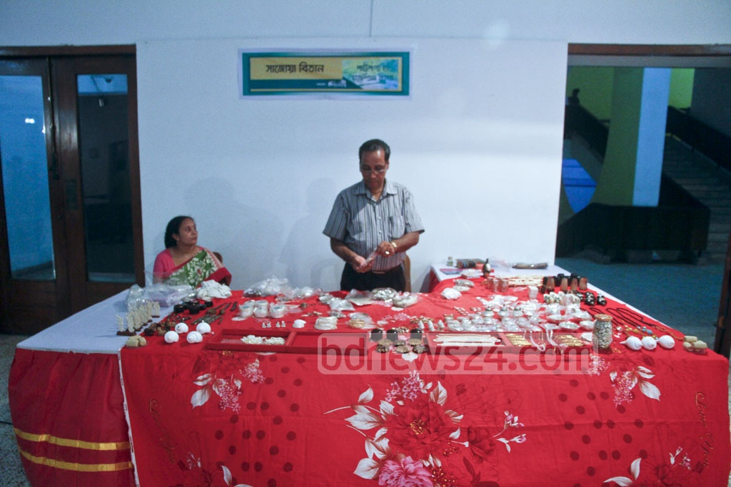 A stall at the Bangabandhu Jute Products and Handicrafts Fair that opened at the National Museum on Saturday.