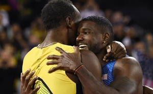 Athletics - World Athletics Championships – Men's 100 Metres Final - London Stadium, London, Britain - August 5, 2017. Justin Gatlin of the US celebrates with third placed Usain Bolt of Jamaica after winning the race. Reuters