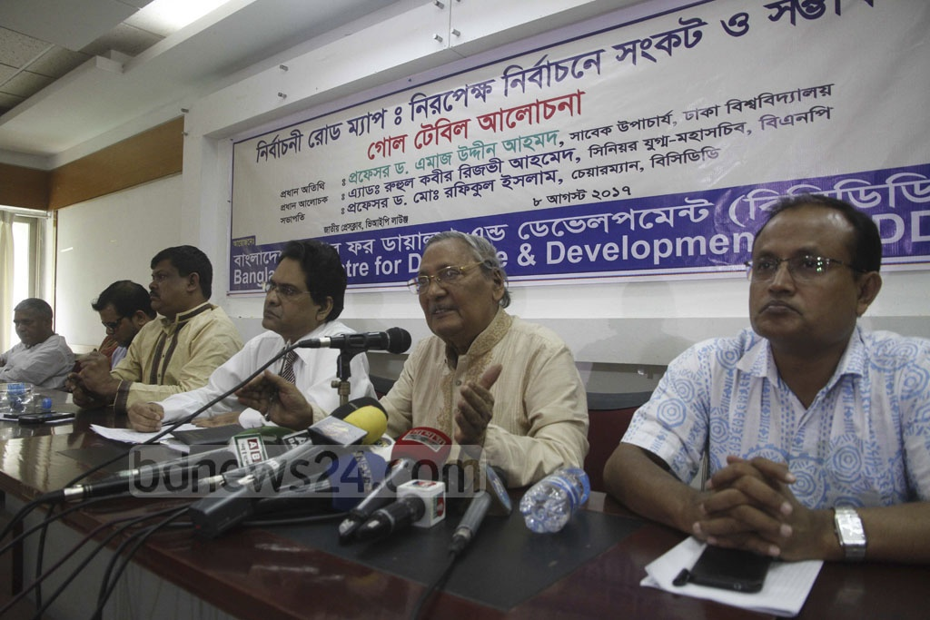 Pro-BNP intellectual and former Dhaka University vice-chancellor Emajuddin Ahmed addressing a discussion over the next national elections on Tuesday at the press club auditorium in Dhaka. Photo: tanvir ahammed