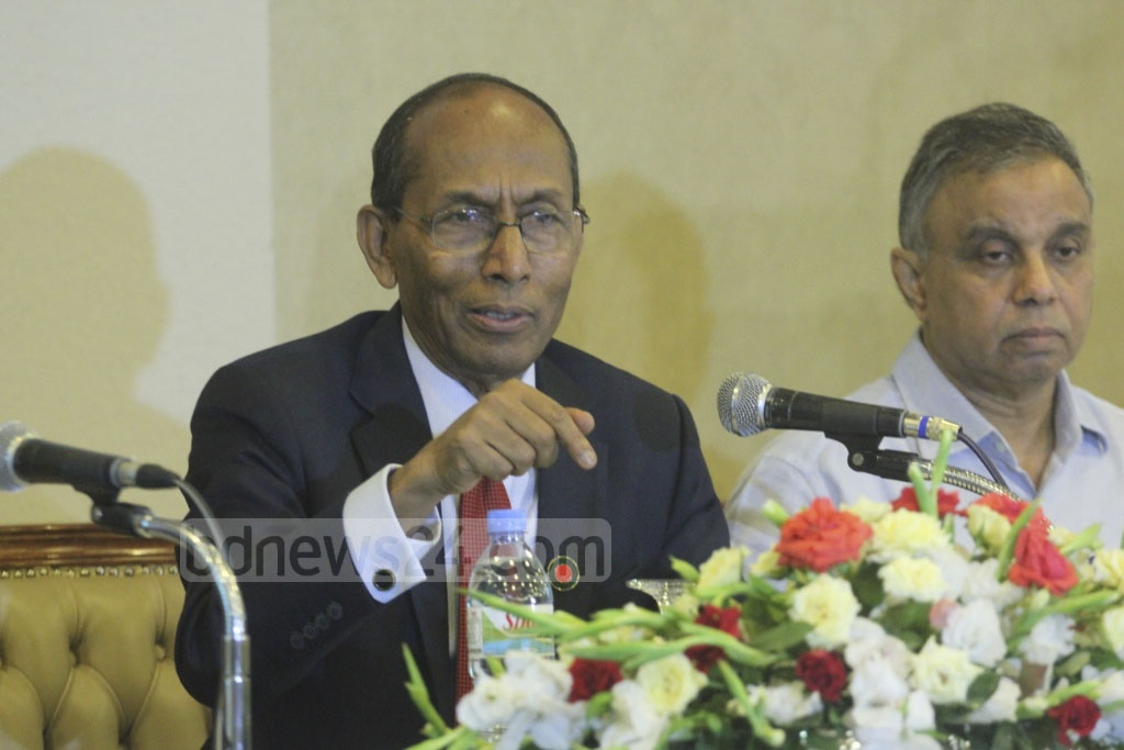 Bangladesh Investment Development Authority Executive Chairman Kazi M Aminul addressing a media briefing on Tuesday at the Pan Pacific Sonargaon Hotel in Dhaka. Photo: abdul mannan