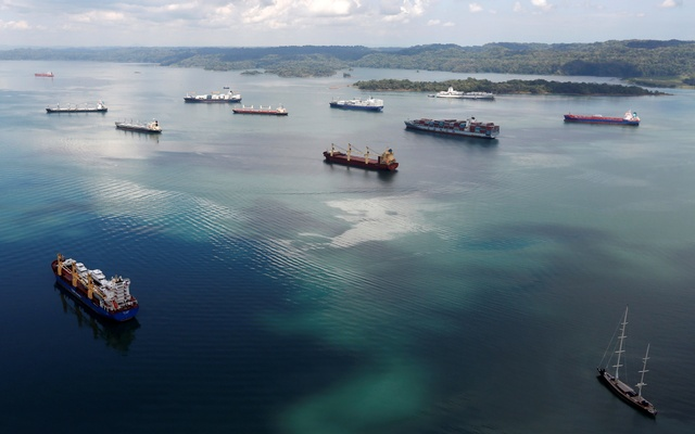 Cargo ships navigate the Panama Canal during an organized media tour by Italy's Salini Impregilo, one of the main sub contractors of the Panama Canal Expansion project, on the outskirts of Colon city, Panama May 11, 2016. Reuters