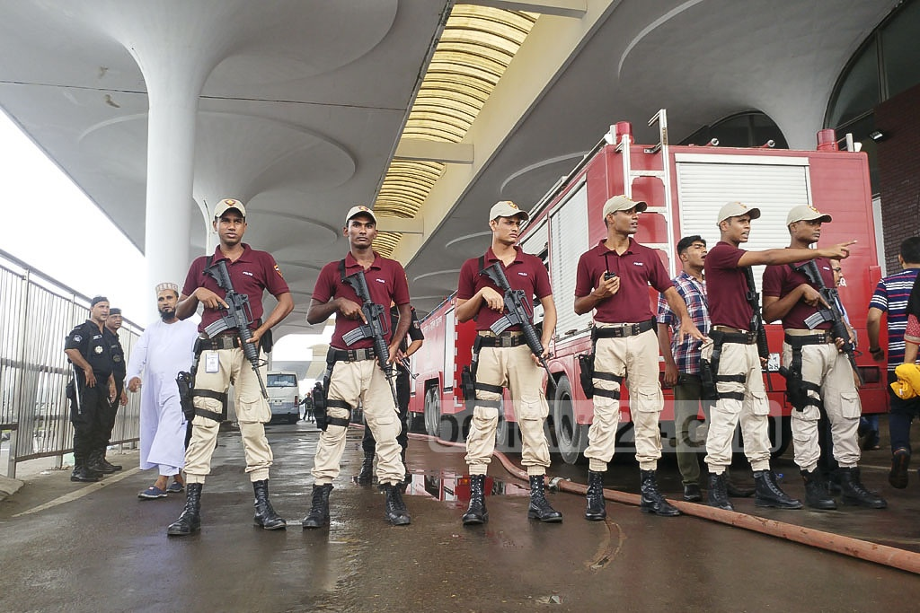 Personnel of the Armed Police Battalion's Quick Response Team cordon off the entrance to Dhaka's Hazrat Shahjalal International Airport during a fire on Friday. Photo: abdul mannan
