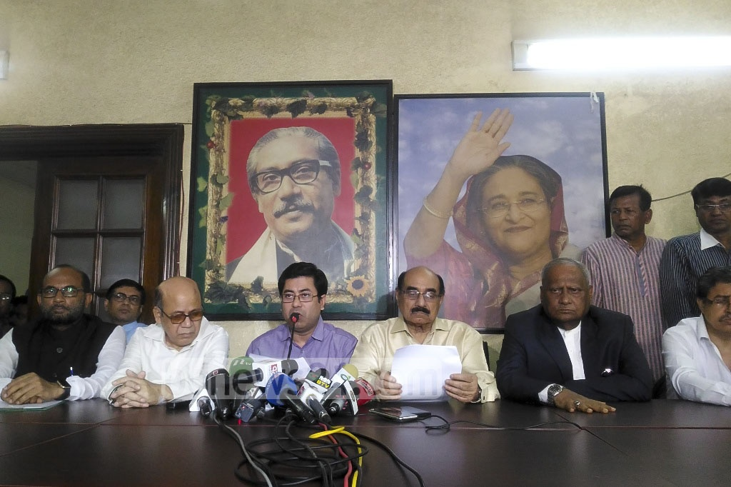 Pro-Awami League lawyers' forum 'Bangabandhu Awami Ainjibi Parishad' announces a three-day demonstration schedule to protest the Supreme Court verdict declaring the 16th amendment illegal at a media briefing in Dhaka on Saturday. Photo: asif mahmud ove