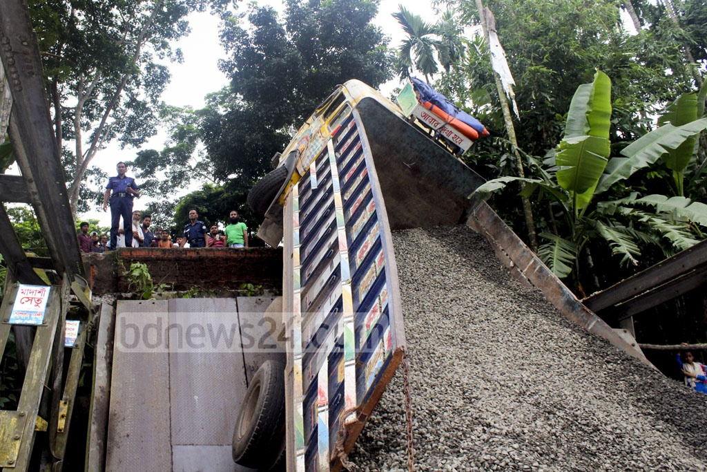 A bailey bridge at Pirojpur's Bhandaria could not sustain the weight of two heavily-loaded trucks. The accident occurred Friday night snapping road communication on Khulna-Pirojpur-Mathbaria road that connects 11 routes in the area.