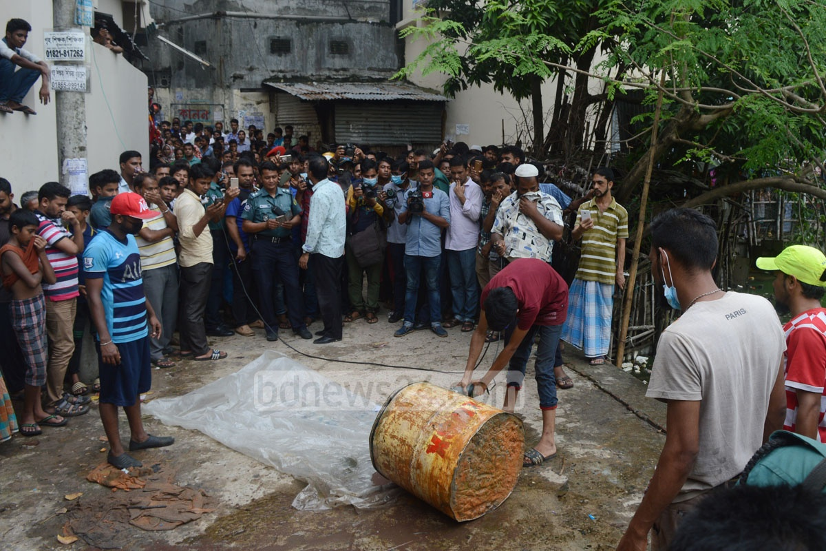 A child's body was found inside this container recovered from Ranir Dighirpar, a neighbourhood in Chittagong, on Sunday. Photo: suman babu