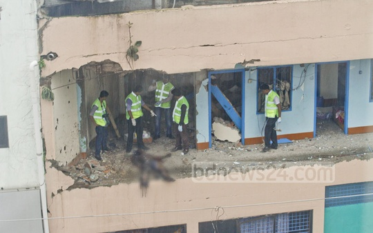 Police's crime scene investigators collect evidence after a suicide blast was set off by a militant inside a fourth-storey room of Hotel Olio International in Dhaka's Panthapath on Tuesday. Photo: tanvir ahamme