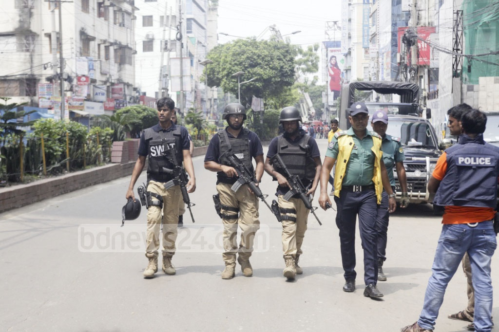 Police's counter-terrorism unit along with members from SWAT took part in the raid on the Hotel Olio International in Dhaka's Panthapath on Tuesday. Photo: tanvir ahammed