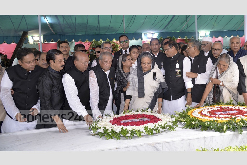 Flanked by senior Awami League leaders, Prime Minister Sheikh Hasina pays her respect to the memory of Bangabandhu Sheikh Mujibur Rahman as the chief of the party. Photo: PMO