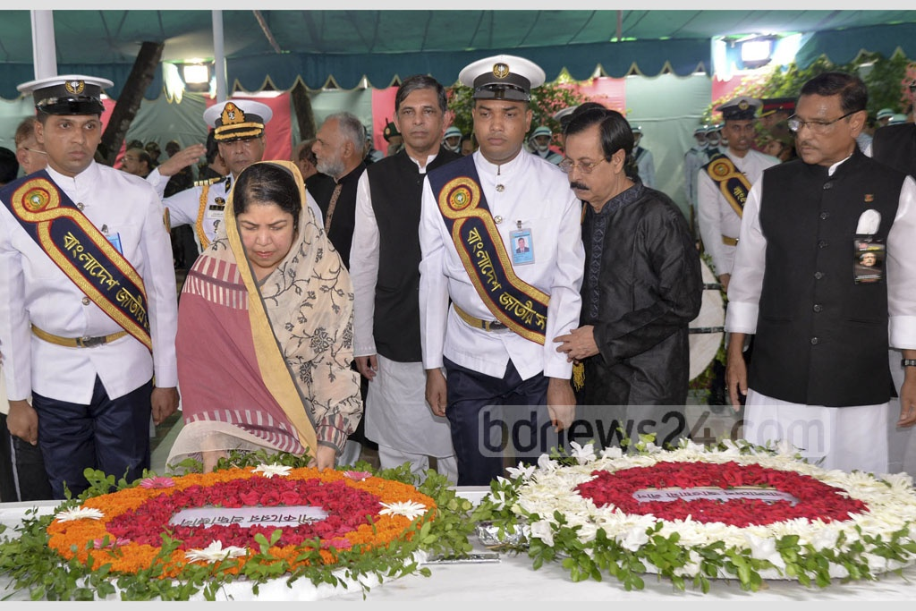 Speaker Shirin Sharmin Chaudhury paying her respects to the memory of Bangabandhu Sheikh Mujibur Rahman on Tuesday at the premises of the Bangabandhu Memorial Museum in Dhaka. Photo: PMO