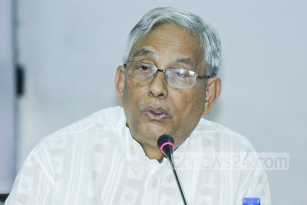 Former Bangladesh Bank governor Mohammed Farashuddin speaks at a discussion on Bangabandhu Sheikh Mujibur Rahman's book 'Karagarer Rojnamcha' or 'The Jail Diary' at the Bangla Academy on Wednesday. Photo: abdul mannan