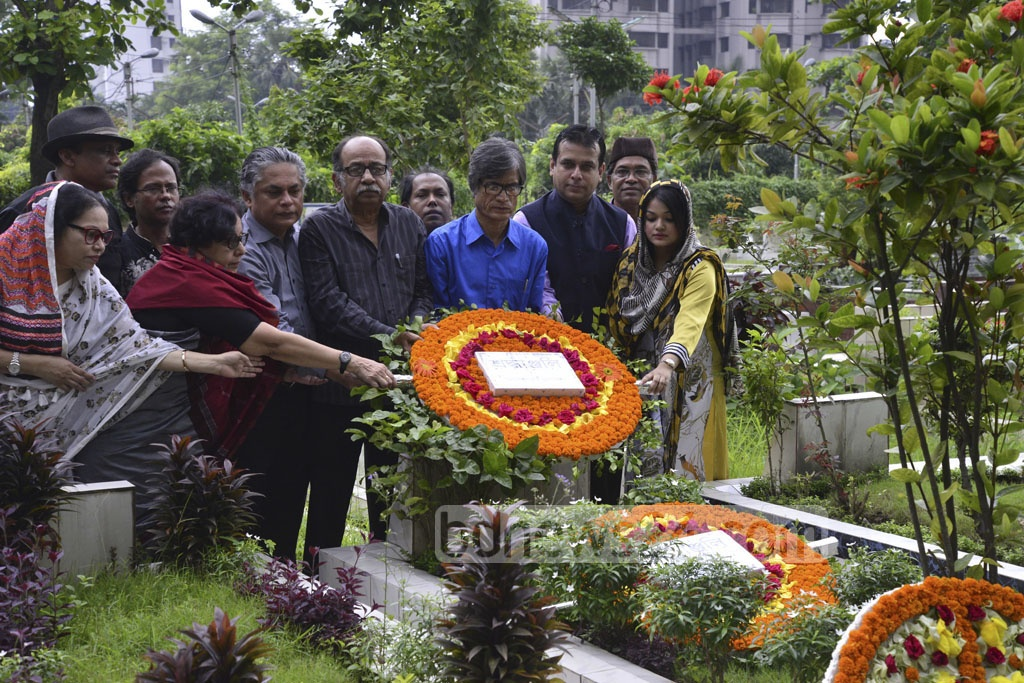 Kobita Parishad, a platform of poets, place wreaths on Shamsur Rahman's grave at Banani Graveyard on the poet's 11th death anniversary on Thursday.