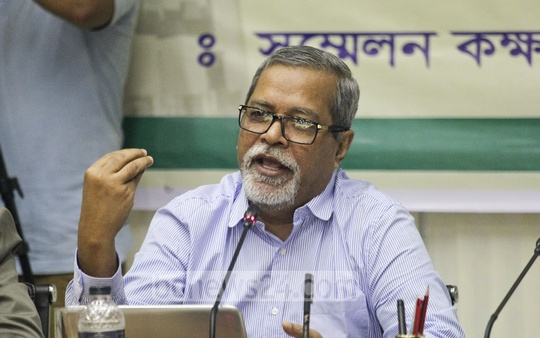 Chief Election Commissioner AKM Nurul Huda speaks during a discussion with electronic media and radio journalists on Thursday, the third in a series of talks to be held over the next parliamentary election. Photo: asif mahmud ove