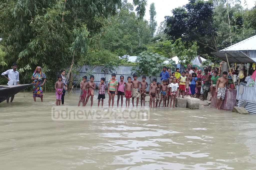 Thousands of people are marooned in floodwaters in nine Upazilas of Kurigram district with no improvement of the situation on Thursday.