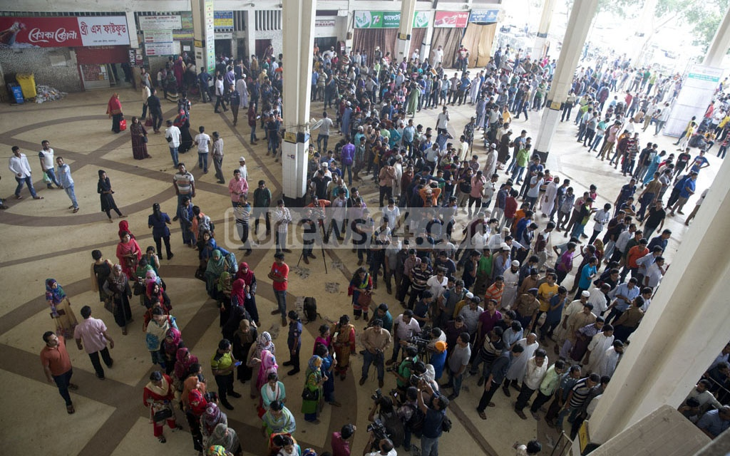 People wishing to celebrate Eid holidays outside Dhaka gathered from dawn at the Kamalapur Railway Station in the capital to buy advance tickets on Friday. Photo: mostafigur rahman