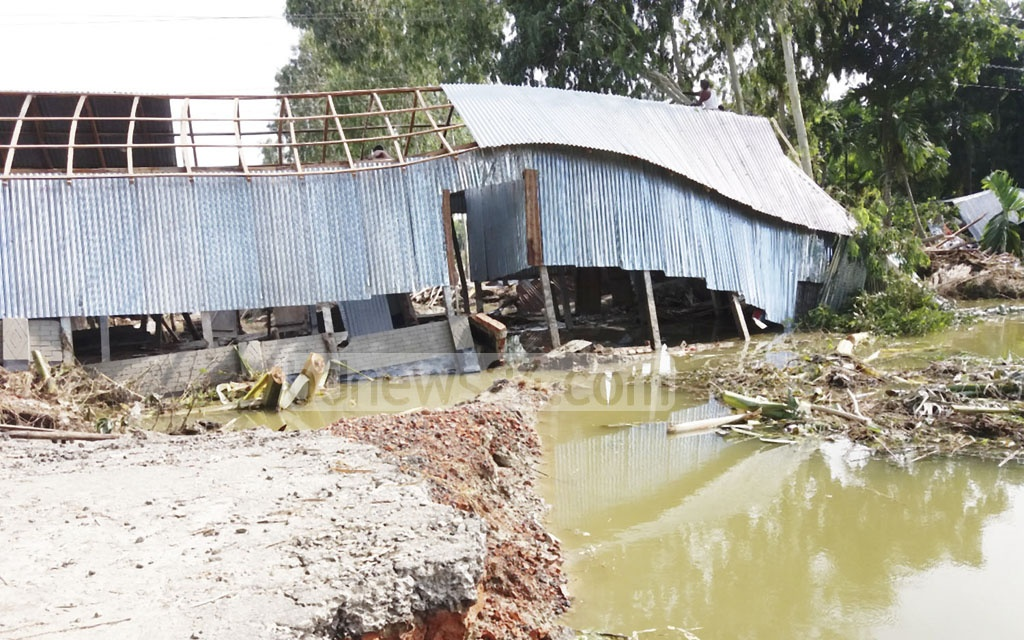 The extent of flood damage is shown in this picture taken on Sunday from Bharaterchhara Ghuntighar area of Bangasonahat Union at Bhurugamari Upazila in Kurigram district, one of the worst-hit by the flood.