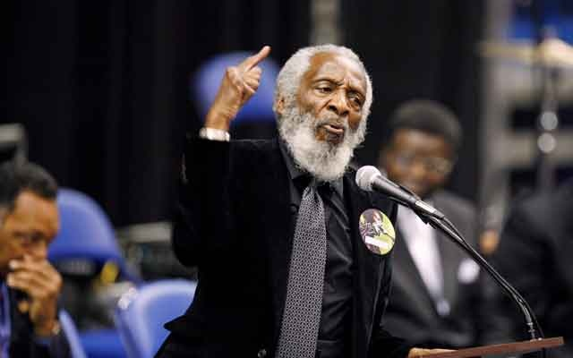 Activist Dick Gregory delivers a speech during a public viewing and funeral for legendary singer James Brown in Augusta, Georgia Dec 30, 2006. Reuters