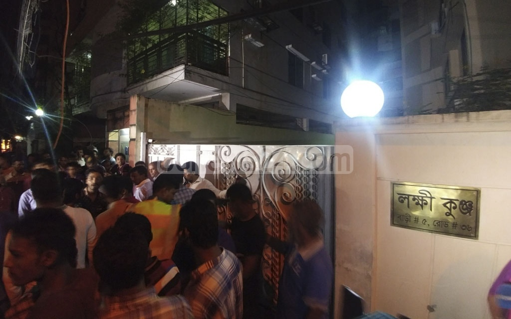 Fans gather outside the house of Bangla film icon Abdur Razzak after his death on Monday.
