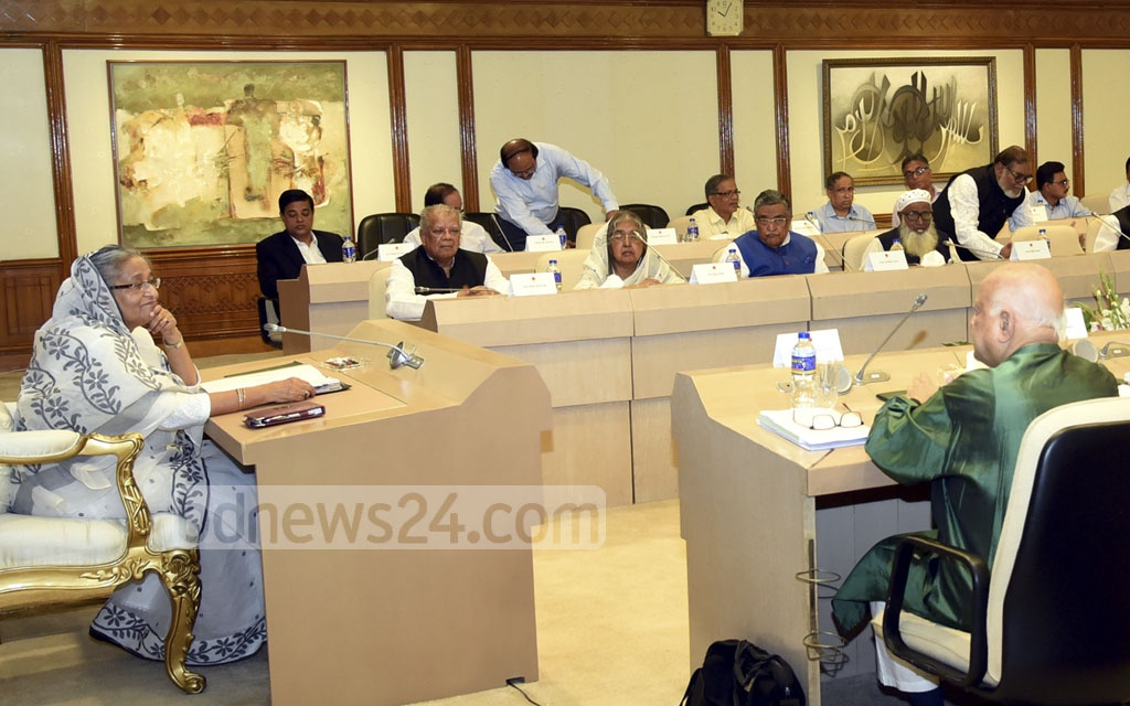 Prime Minister Sheikh Hasina chairs a cabinet meeting at the Prime Minister's Offices on Monday. Photo: Saiful Islam Kallol
