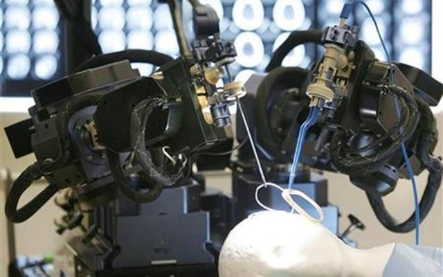 Scientists create world's smallest surgical robot 'Versius'