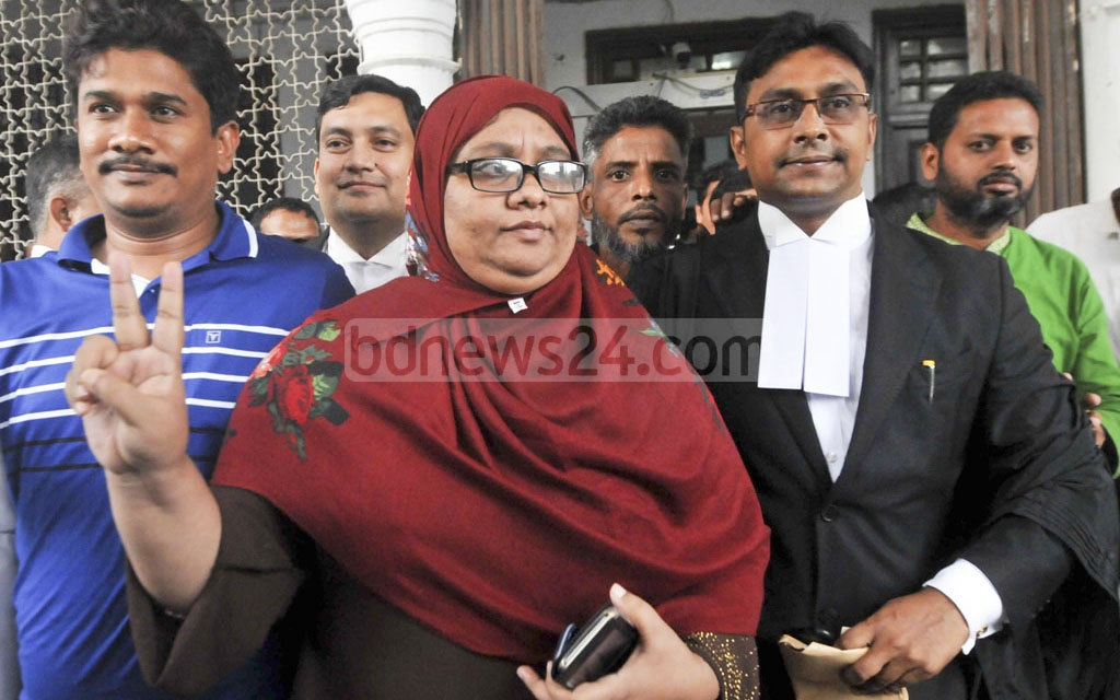 Selina Islam Beauty, wife of murdered Narayanganj councillor Nazrul Islam, holds up the victory sign after the High Court verdict that confirmed death sentences for 15 killers on Tuesday. But of the 26 sentenced to death by trial court, 11 had their sentences commuted to life imprisonment.
