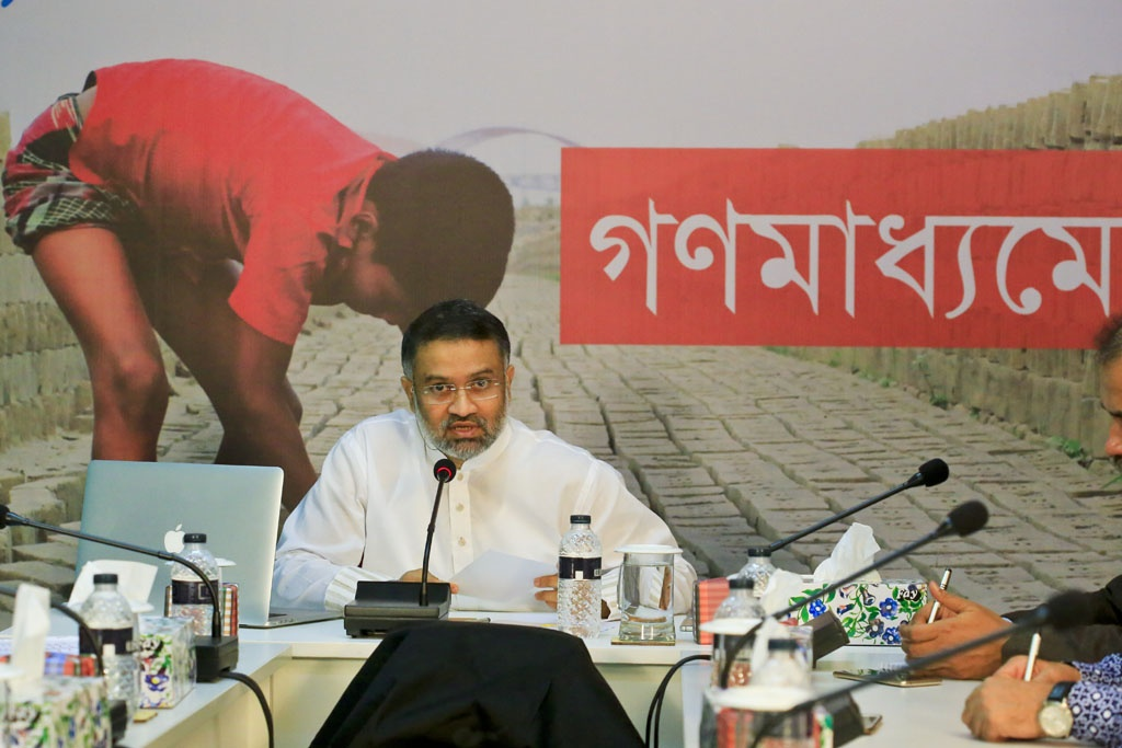 Toufique Imrose Khalidi, editor-in-chief of bdnews24.com, moderates a discussion 'Children in Media on Thursday. The event broadcast live on Facebook and TV was organised by Hello, Bangladesh's first news service by children, at bdnews24.com's offices in Mohakhali.