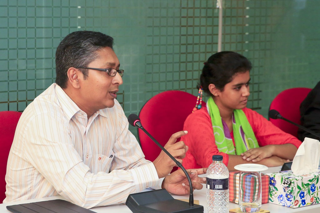 UNICEF communication specialist AM Sakil Faizullah takes part in a discussion on 'Children in Media' at the bdnews24.com office on Thursday.