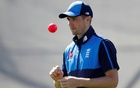 England bring in Woakes for Roland-Jones in second test