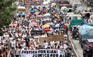 Mourners display streamers during a funeral march for Kian delos Santos, a 17-year-old student who was shot during anti-drug operations in Caloocan, Metro Manila, Philippines Aug 26, 2017. Reuters