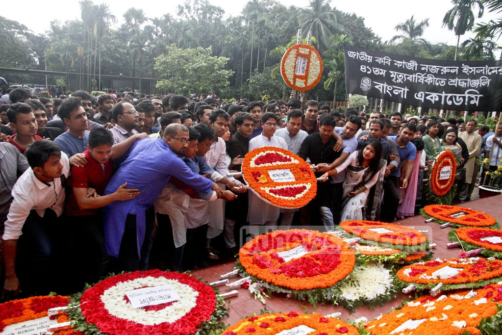 Bangladesh Chhatra League, student wing of the ruling Awami League, pays respects to National Poet Kazi Nazrul Islam on his 41st death anniversary on Sunday, by placing a floral wreath at his grave in Dhaka. Photo: tanvir ahammed
