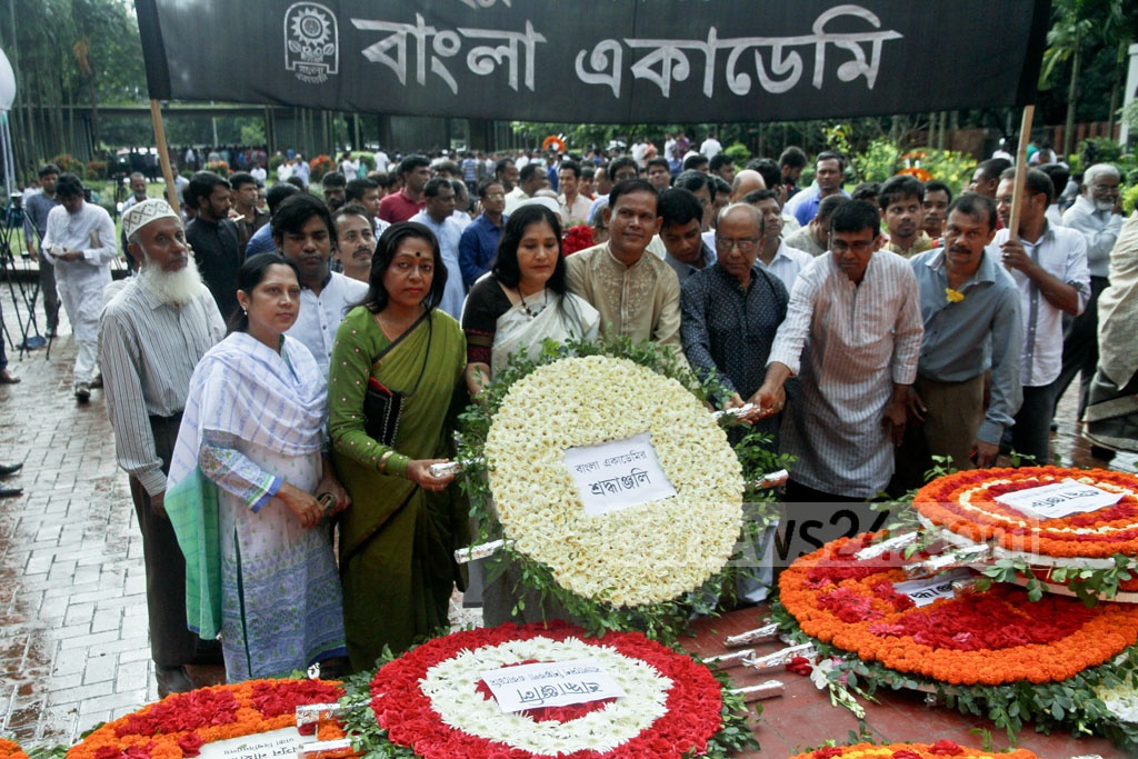 Bangla Academy delegation pays homage to National Poet Kazi Nazrul Islam by placing a floral wreath at his grave in Dhaka, marking his 41st death anniversary on Sunday. Photo: tanvir ahammed