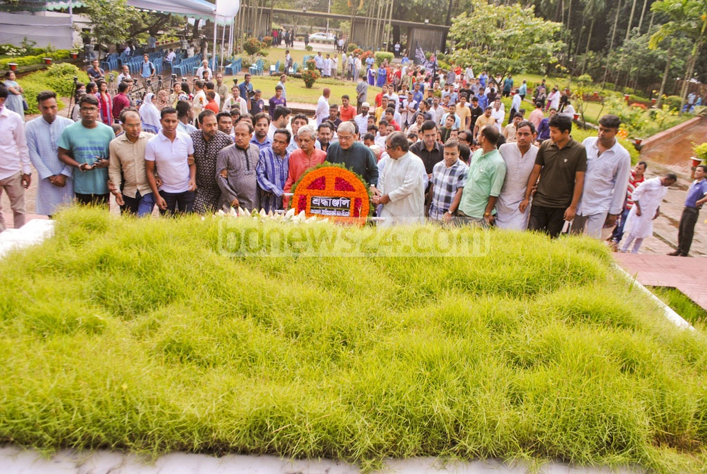 A delegation of BNP pays tributes to National Poet Kazi Nazrul Islam on his 41st death anniversary on Sunday, by placing a floral wreath at his grave in Dhaka. Photo: tanvir ahammed