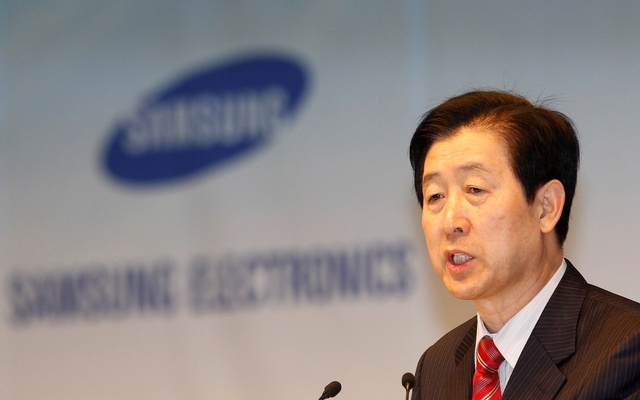 Choi Gee-sung, chief executive of South Korea's Samsung Electronics, speaks during an annual shareholders' meeting at the company headquarters in Seoul Mar 18, 2011. Reuters