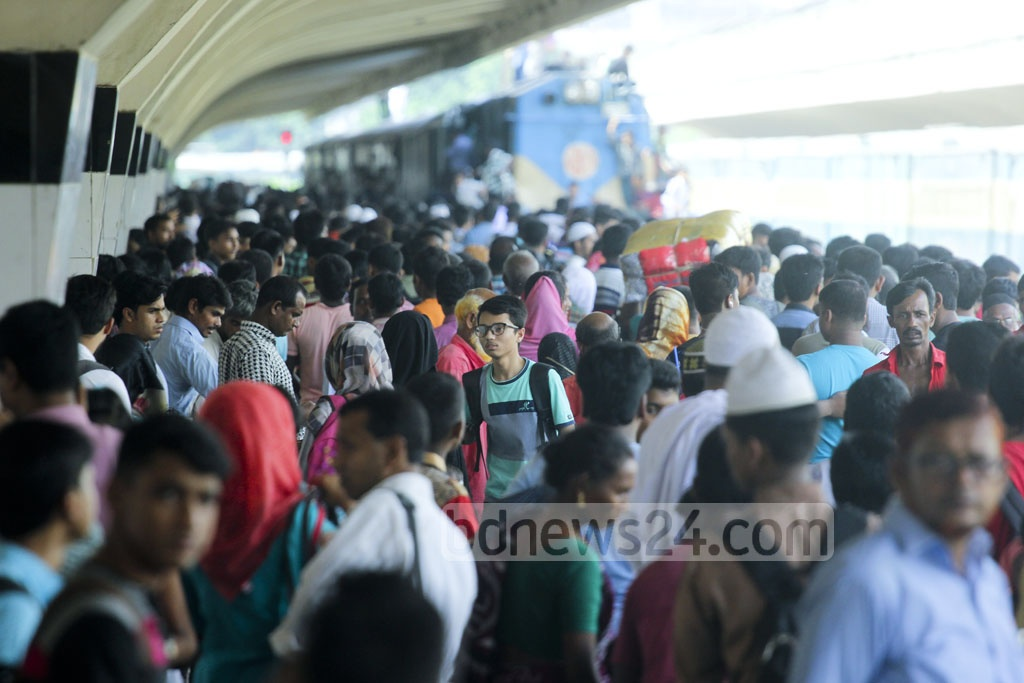 With just few days left before Eid-ul-Azha, Dhaka's Kamalapur Railway Station is filled to the brim with people headed home on Monday. Photo: abdul mannan