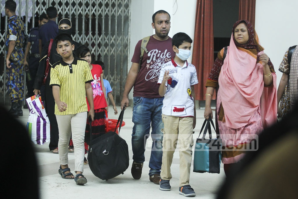Families arrive at Dhaka's Kamalapur Railway Station to catch trains to their hometowns on Monday, with just few days left before Eid-ul-Azha. Photo: abdul mannan