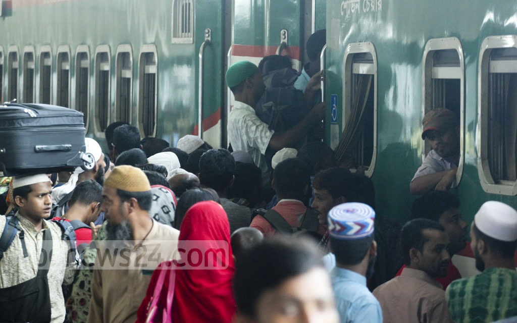 With only a few days left before Eid-ul-Azha, Dhaka's Kamalapur Railway Station is packed with holidayers heading to their homes in towns and villages on Tuesday. Photo: abdul mannan