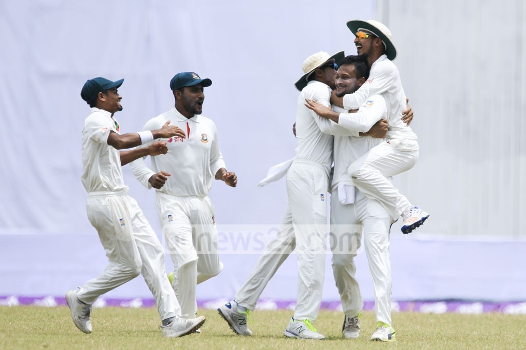 Bangladesh's Shakib Al Hasan is hailed by his teammates during the first match of the Test series against Australia, which the Tigers eventually won at Dhaka's Sher-e-Bangla National Cricket Stadium on Wednesday. Photo: mostafigur rahman