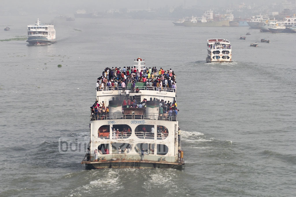 Launch passengers are prohibited from travelling on roofs but those rushing to go home before Eid could not care less about the safety rule. Photo taken from the Bangladesh-China Friendship Bridge at Postogola on Wednesday. Photo: asif mahmud ove