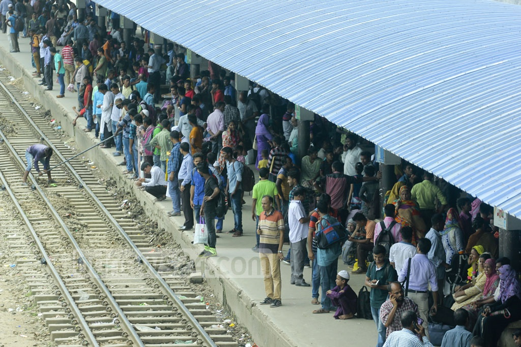 Huge crowds fill up a terminal at Dhaka's Airport Railway Station on Wednesday, with just few days left for travelling before Eid. Photo: abdul mannan