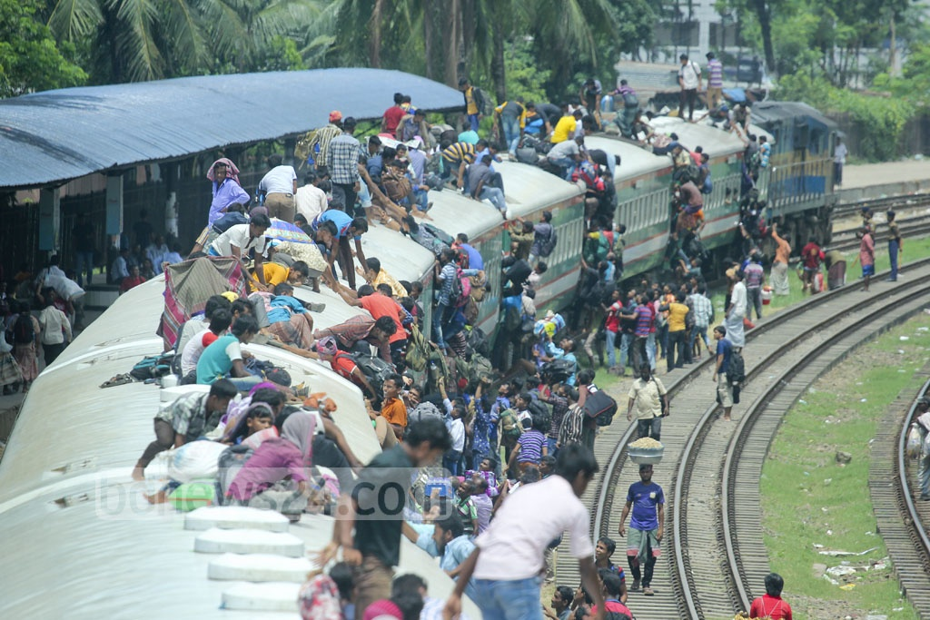 People scramble to get space on a train at Dhaka's Airport Railway Station on Wednesday. Photo: abdul mannan